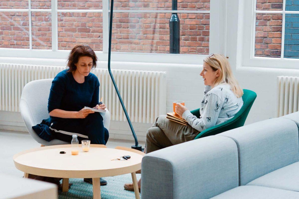 Business Coach mit einer Klientin im Coaching